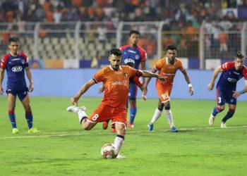 FC Goa's Ferran Corominas converts from the spot, Monday