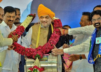 BJP president being welcomed by party workers at an election rally in Maharashtra, Thursday