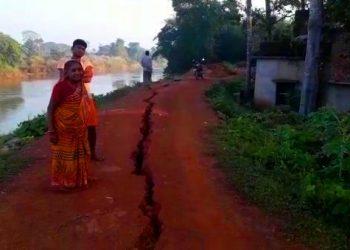 Locals panic as river embankment develops crack