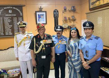 (L-R) Navy Chief Admiral Karambir Singh, Army Chief Gen Bipin Rawat, IAF Chief Air Chief Marshal Rakesh Kumar Singh Bhadauria, his wife Asha and cricket legend and honorary Group Captain Sachin Tendulkar