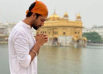 Vicky visits Golden Temple for Sardar Udham Singh