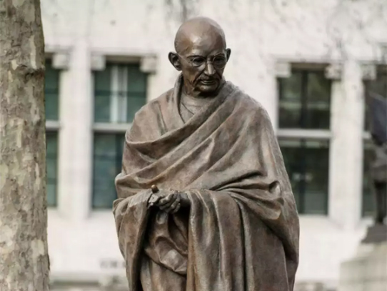 At least 100 countries have Gandhiji statues