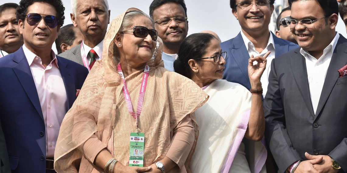 Sachin Tendulkar, Sheikh Hasina, Mamata Banerjee, Sourav Ganguly and BCCI secretary Jay Shah at the Eden Gardens before the start of the pink ball Test