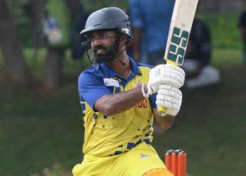 Dinesh Karthik hit a 30-ball 48
