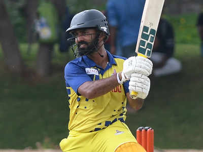 Dinesh Karthik hit a 30-ball 48