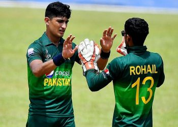 Naseem Shah (L) during a domestic game