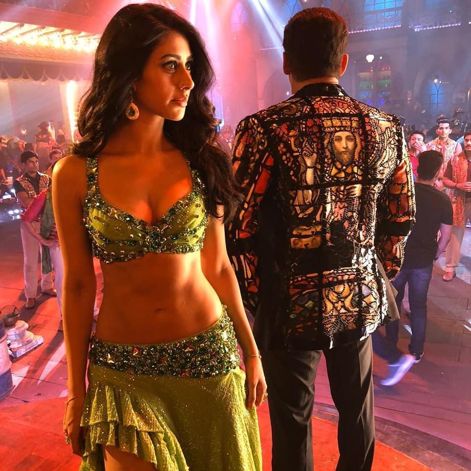 Salman calls 'Munna Badnaam' most 'bada**' song