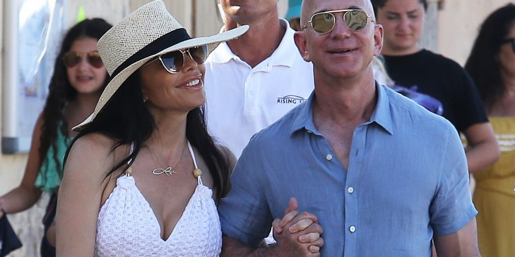 Bezos spotted holidaying with GF in Italy