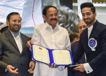 Ayishmann Khurrana receives his award from Vice-President Venkaiah Naidu. Also present is Information & Broadcasting Minister Prakash Javadekar