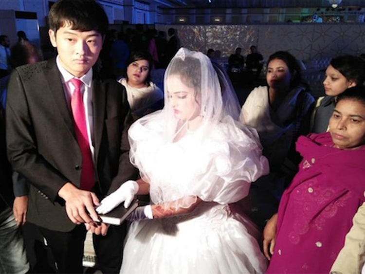 A marriage ritual between a Pakistani girl and a Chinese man being done
