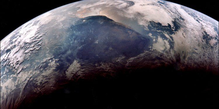 NASA planet hunter finds its 1st Earth-size habitable world