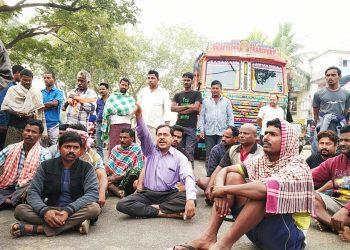 Jumbo crushes farmer to death