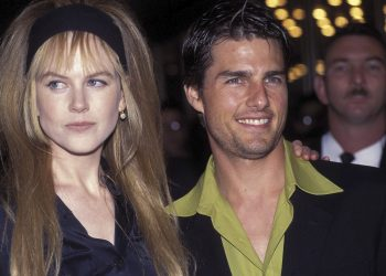 SYDNEY - FEBRUARY:  ACTORS NICOLE KIDMAN AND TOM CRUISE AT THE 'TO DIE FOR' FILM PREMIERE IN SYDNEY. (Photo by Patrick Riviere/Getty Images).