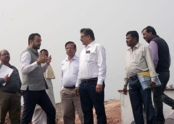 WB team inspects syntheticsea wall