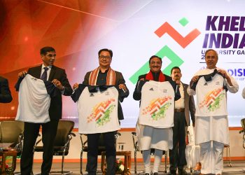 Odisha Chief Minister Naveen Patnaik and other dignitaries pose with the jersey of the Khelo India University Games