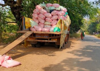In absence of mandis, Andhra traders make hay