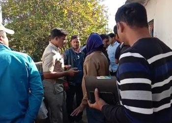 Rs 20 lakh, 300 grams gold ornament looted at gunpoint in Kalahandi