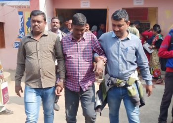 2 government officials caught taking bribe