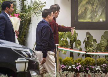 Arvind Kejriwal arrives at Amit Shah's residence