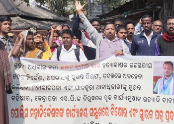 People under the banner of 'Sachetan Nagarik Maha Sabha' demonstrate near Odisha Police headquarters at Buxi Bazar in Cuttack, Monday, demanding a high-level investigation into the assassination of rights activist Ranjan Kumar Das in Kendrapara