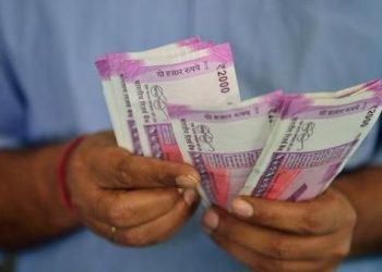 Rupee surges 21 paise to 72.90 against US dollar in early trade