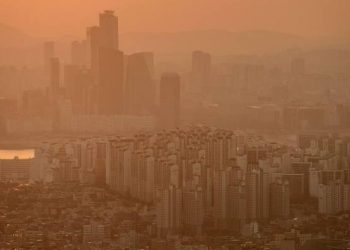 Air pollution linked to much greater risk of dementia