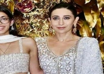 Karisma Kapoor with daughter Samaira