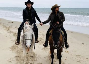 Priyanka Chopra, Nick Jonas go horseback riding