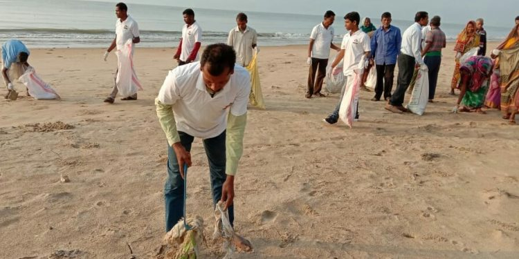 Beach cleaning drive launched in Balasore to save endangered horseshoe crabs