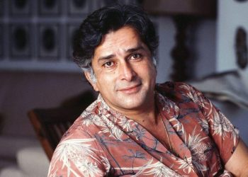 Once Shashi Kapoor stood with folded hands in front of a nude heroine