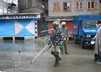 A man requests security personnel to let him pass a barricade during the nationwide lockdown imposed in the wake of coronavirus pandemic in Srinagar. (File photo. PTI)