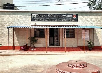 Contractual health workers allege non-payment of salary in Angul DHH