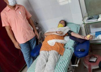Nuapada-district-collector-donates-blood