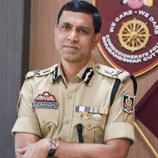 Police Commissioner Sudhanshu Sarangi asks Bhubaneswar residents to use BMC's mobile van services
