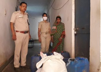 Police bust illegal liquor manufacturing unit in Khordha