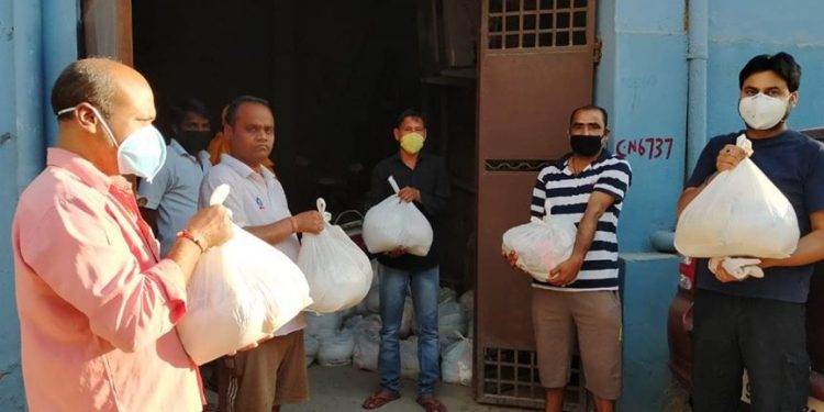 Dry ration being distributed by members of the Odia Samaj in New delhi