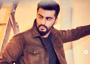 Arjun Kapoor pledges aid, support in fight against COVID-19