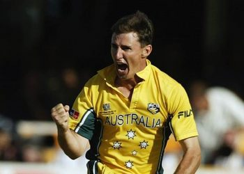 PORT ELIZABETH- MARCH 18:  Brad Hogg of Australia celebrates taking the wicket of Russel Arnold of Sri Lanka during the ICC Cricket World Cup semi final match between Sri Lanka and Australia held on March 18, 2003 at St George's Park in Port Elizabeth, South Africa. Australia won the match by 48 runs. (Photo by Hamish Blair/Getty Images)