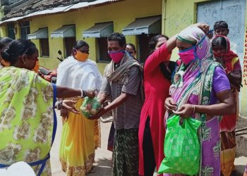 Good Sarmatians distribute mask, vegetables in Kesinga