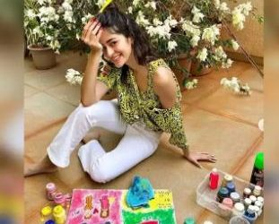 Ananya Panday's shares 'unofficial' poster of her upcoming film 'Khaali Peeli'