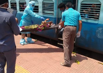 Another migrant woman delivers baby girl in Shramik Special train
