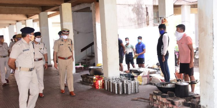 DGP Abhay visits Puri district, reviews 4th phase lockdown situation
