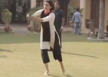 Deepika Padukone shares video from 'Piku' sets; watch video