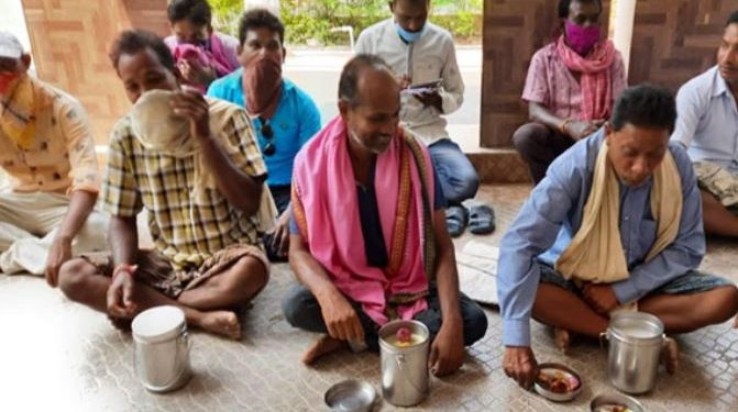 Bargarh farmers protest over unsold paddy eat Pakhala