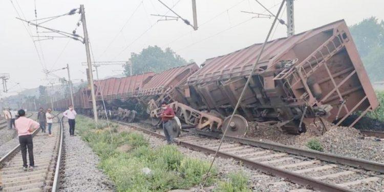 Four wagons of goods train derail in Jharsuguda