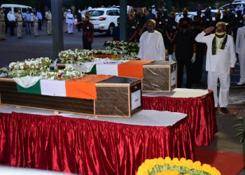 Ganeshi Lal and Naveen Patnaik offer floral tributed to Odia martyrs at BPIA