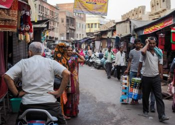 Markets in Agra open but customers remain absent