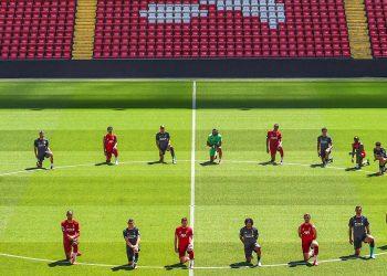 Liverpool players' knee in gesture