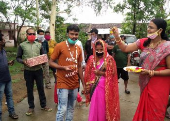 Love knows no hindrances Couple ties nuptial knot inside Kalahandi quarantine centre