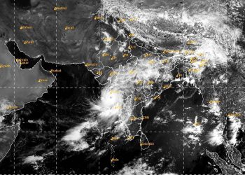 IMAGE POSTED BY @Indiametdept ON TUESDAY, JUNE 3, 2020** Mumbai: In this satellite image taken on 10:30 IST shows Intense Convective cloud along the Konkan Coast due to Cyclone Nisarga.